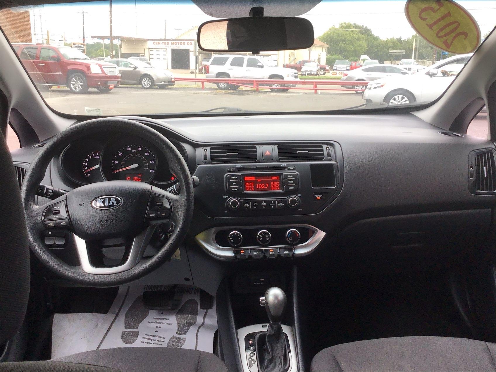 used vehicle - Sedan Kia Rio 2015