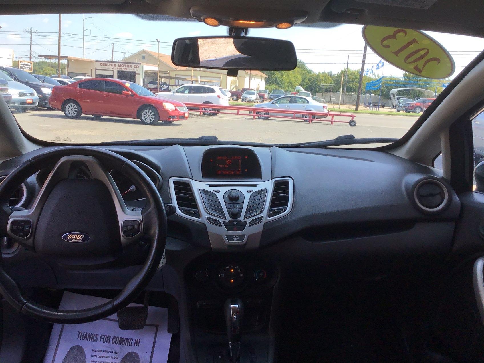 used vehicle - Sedan FORD FIESTA 2013