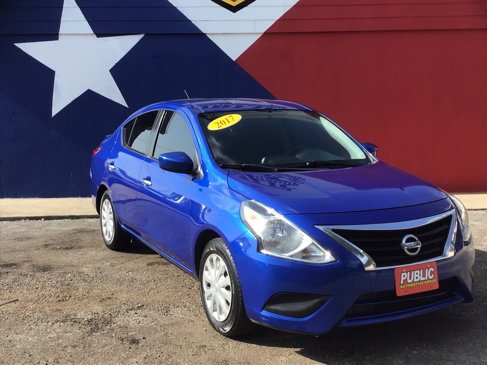 used vehicle - Sedan NISSAN VERSA 2017