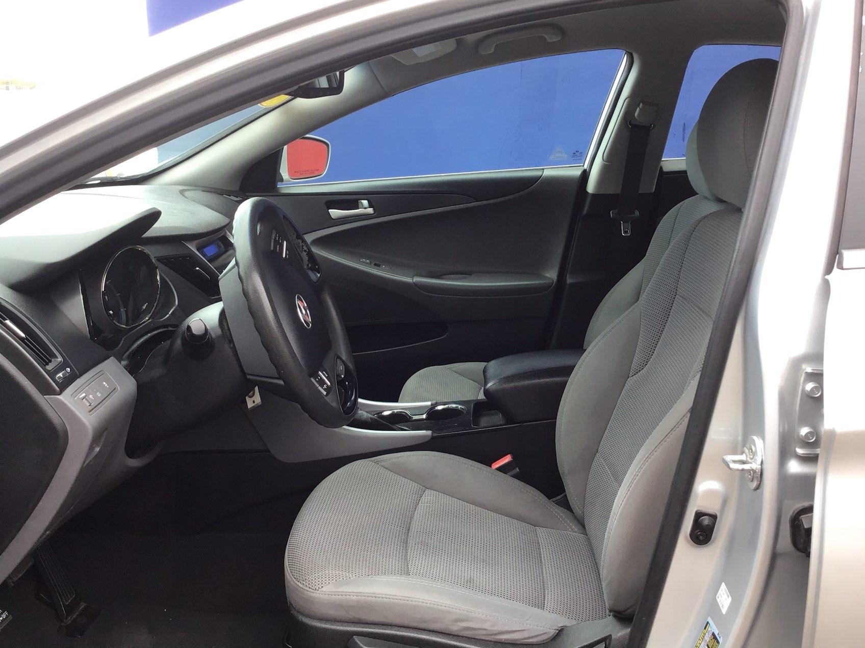 used vehicle - Sedan HYUNDAI SONATA 2013