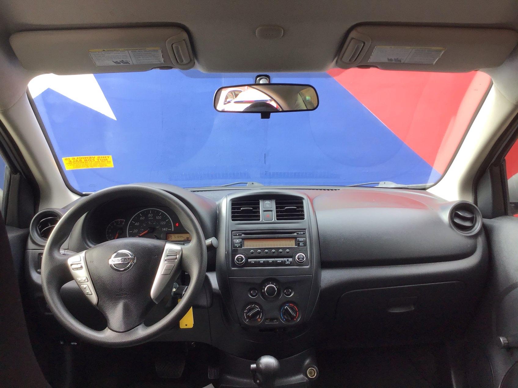 used vehicle - Sedan NISSAN VERSA 2017