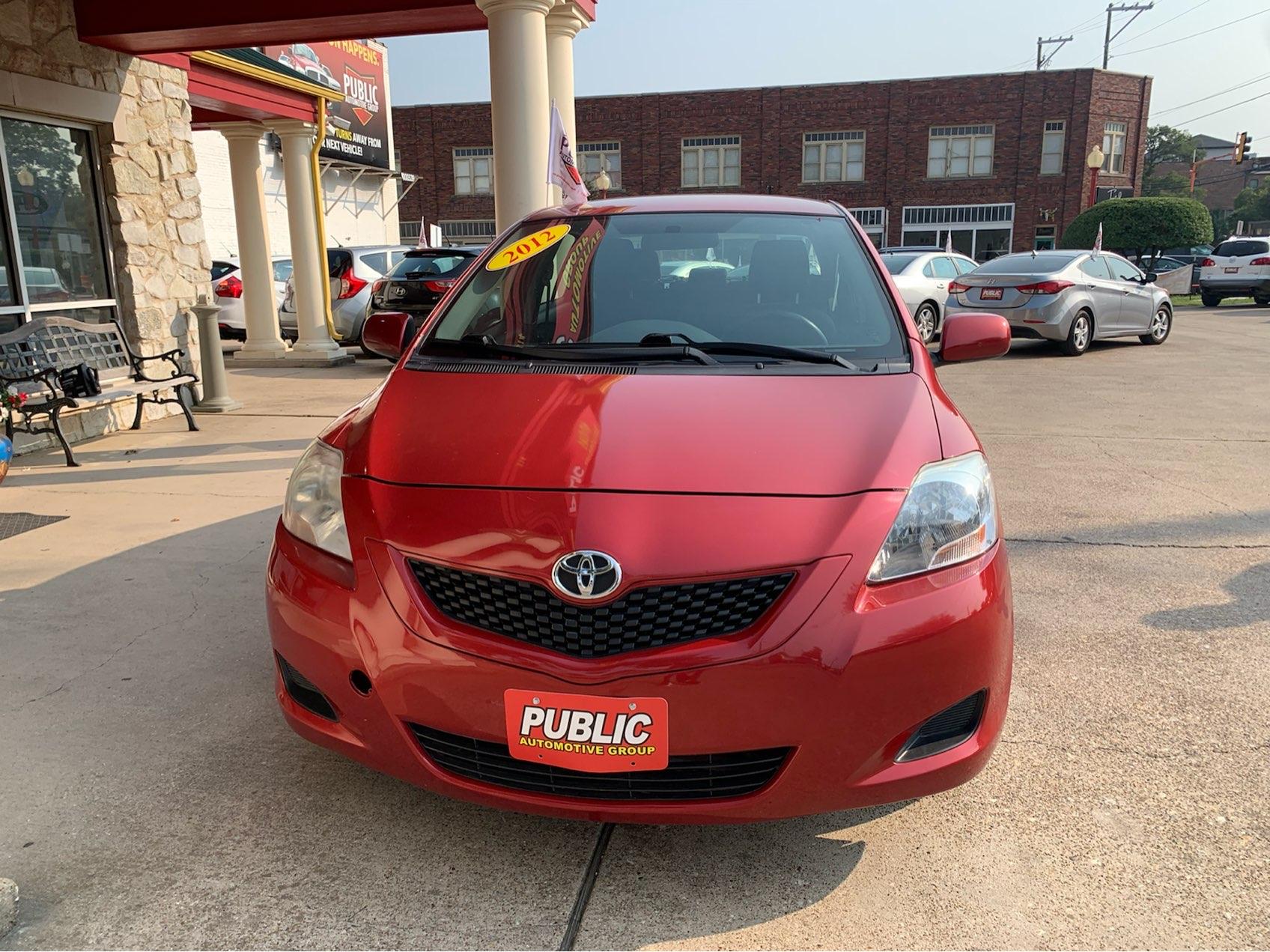 used vehicle - Sedan TOYOTA YARIS 2012