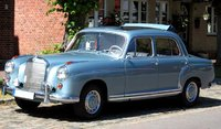 1958 MERCEDES-BENX 220 SE COUPE in 1:18 scale by Sun Star