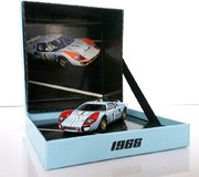 Ken Miles FORD GT40 MKII LE MANS 1966 w/collector box in 1:43 scale by CMR