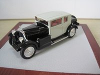 1931 Voisin C14 Chartre Demi-Berline Diecast Model Car in 1:43 Scale by Illario