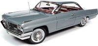 1961 PONTIAC CATALINA HARDTOP in 1:18 scale by Auto World