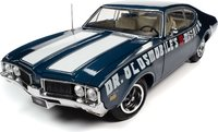 1969 Oldsmobile Cutlass 442 2 in 1:18 Scale by Auto World