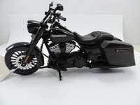 2017 Harley Davidson Road King Special in 1:12 scale by Maisto