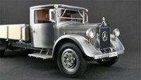 Mercedes-Benz racing car transporter Clear coat truck diecast model in 1:18 Scale by CMC