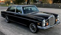 Mercedes-Benz 280 SE 1968 Black in 1:18 scale by Norev