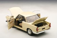 BMW 700 Sport Coupe in Creambeige by AUTOart in 1:18 Scale
