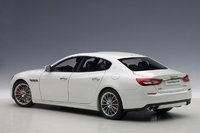 2015 Maserati Quattroporte Gts in Alpine White Model Car in 1:18 Scale by AUTOart