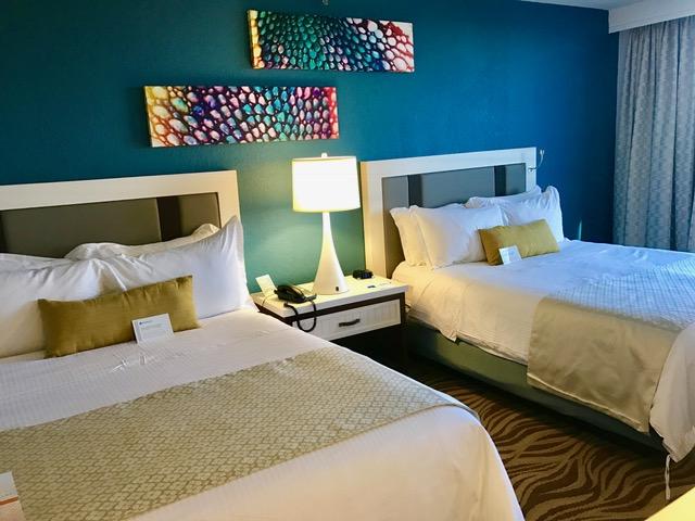 nice-side-hotel-room