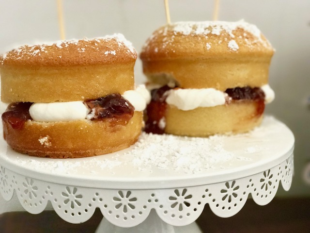 How Do U Make A Victoria Sponge Cake