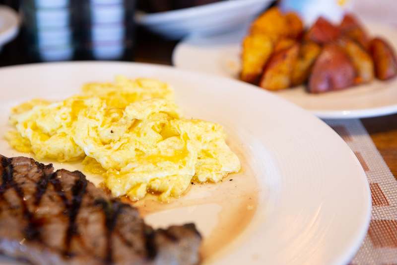 eggs with steak