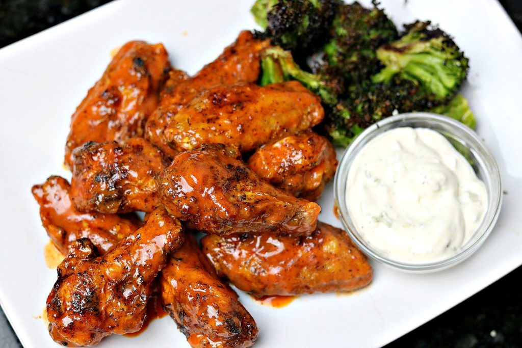 Photo of fried chicken wings with blue cheese and broccoli.