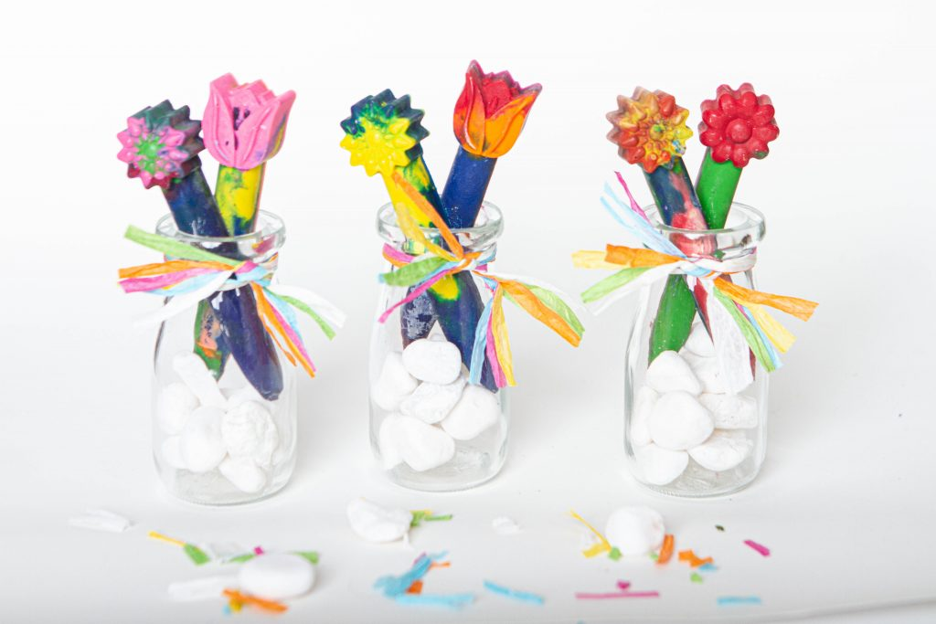 vases with recycled crayons