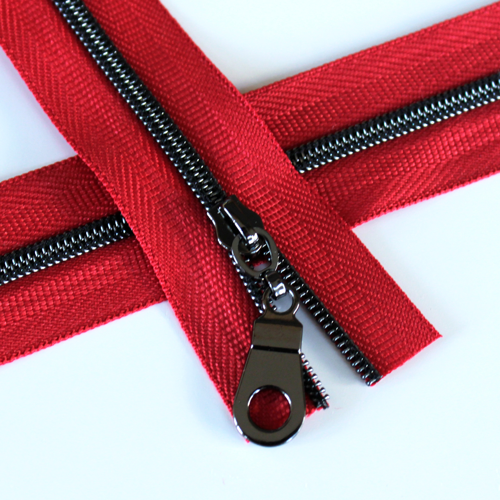 3-Nylon-Coil-Zipper-red-with-gunmetal-teeth