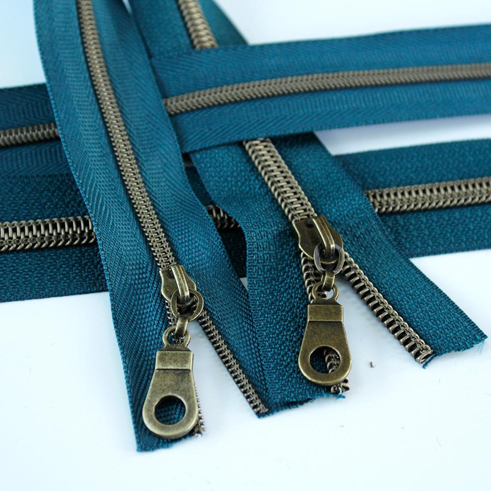 3-5-Nylon-Coil-Zipper-teal-with-bronze-teeth