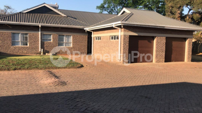 3 bedroom Houses for rent Oxford road Newlands Harare North Harare - 0