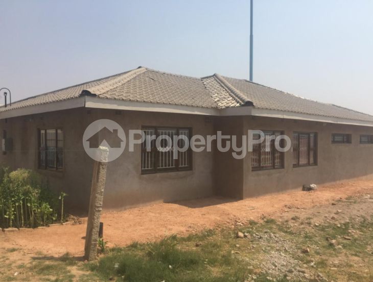 3 bedroom Houses for sale Budiriro Harare High Density Harare - 1