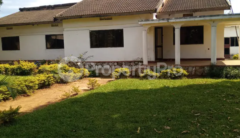 5 bedroom Apartment for sale Iganga Eastern - 1