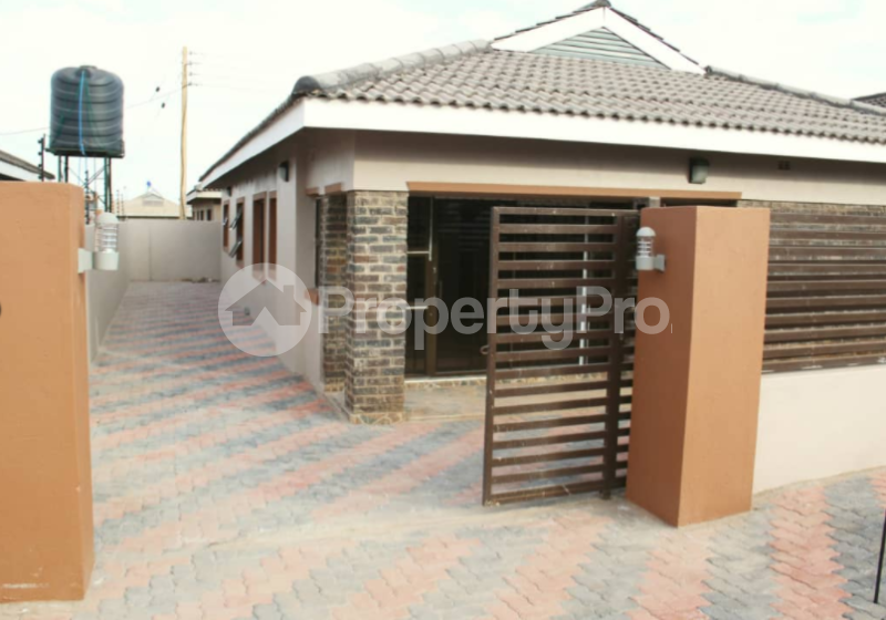 5 bedroom Houses for sale Aspindale Park Harare West Harare - 0