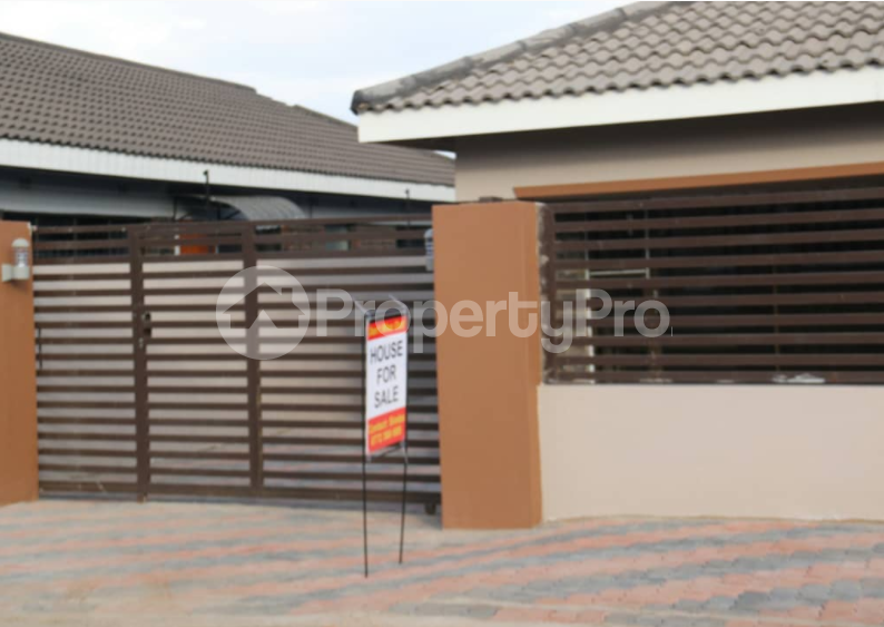5 bedroom Houses for sale Aspindale Park Harare West Harare - 1