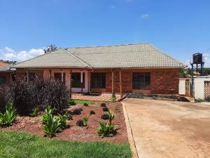 3 bedroom Bungalow Apartment for rent Mpumudde Jinja Jinja Eastern