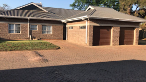 3 bedroom Houses for rent Oxford road Newlands Harare North Harare