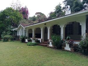 4 bedroom Bungalow Houses for rent Kitisuru Nairobi