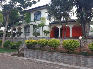 4 bedroom Bungalow Houses for sale Mountain View Nairobi