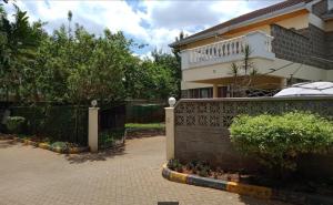 4 bedroom Townhouses Houses for sale James Gichuru Road Maziwa, Lavington Dagoretti North Nairobi