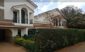 4 bedroom Townhouses Houses for sale Shell/ Lavington/ Subaru Motors Maziwa, Lavington Dagoretti North Nairobi