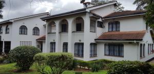 5 bedroom Townhouses Houses for rent - Karen Nairobi