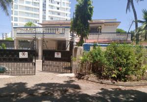 5 bedroom Houses for sale David mathenge road, Kizingo Nyali Mombasa