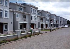 5 bedroom Houses for sale Amboseli Rd, Nairobi Lavingtone Nairobi