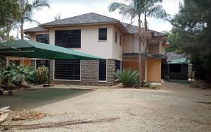 5 bedroom Townhouses Houses for rent . Kitengela Kajiado