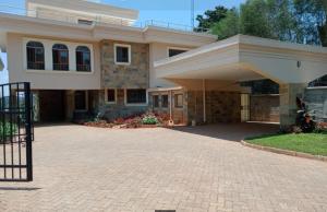 5 bedroom Townhouses Houses for rent Strathmore School/mbabane Road Muthangari,  Lavington Dagoretti North Nairobi