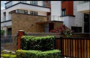 5 bedroom Houses for sale Mugumo Road Lavingtone Nairobi