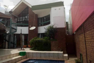 4 bedroom Townhouses Garden Flat for sale Highlands Harare North Harare