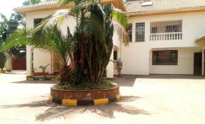 8 bedroom Commercial Properties for rent Vihiga Road Kileleshwa Nairobi