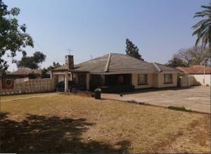 3 bedroom Houses for sale queens park west Bulawayo CBD, Industrial Bulawayo