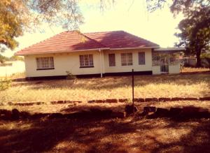 3 bedroom Houses for sale Saures town Bulawayo CBD, Industrial Bulawayo
