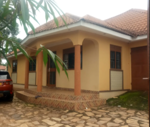 4 bedroom Apartment for sale Kayunga Central