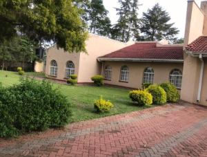 4 bedroom Houses for sale Waybill Way, borrowdale Helensvale Harare North Harare