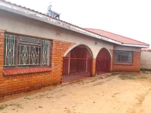 4 bedroom Houses for sale Mahatshula Bulawayo North Bulawayo