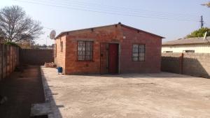 2 bedroom Houses for sale Nketa Bulawayo High-Density Bulawayo