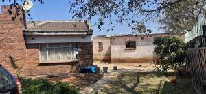 3 bedroom Houses for sale Mahatshula Bulawayo High-Density Bulawayo
