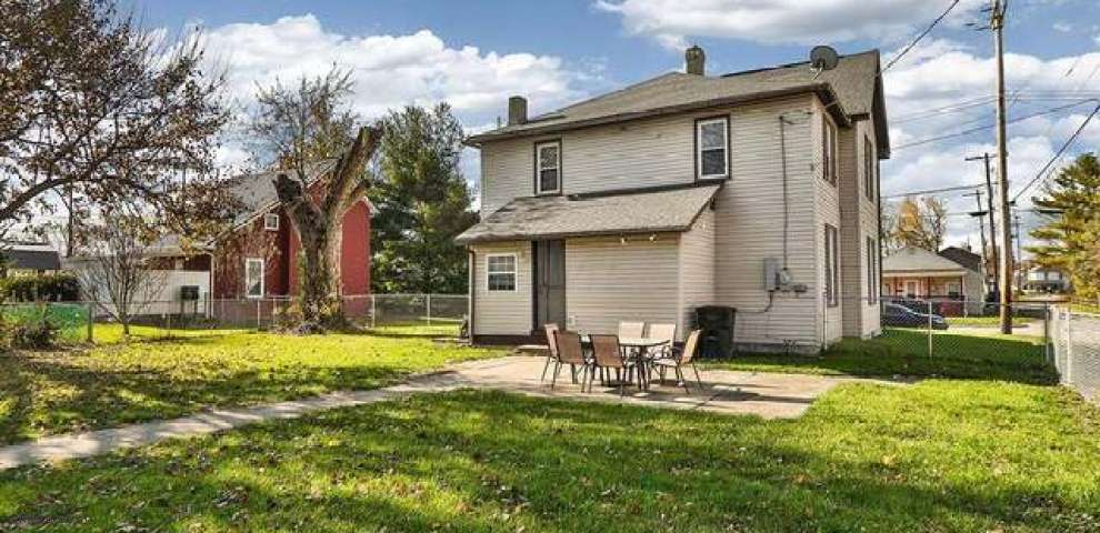 130 N High St, Mount Sterling, OH 43143